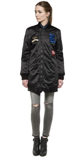 /de/shop/product/long-shiny-jacket-with-patches/3750