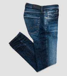 /no/shop/product/slim-fit-anbass-hyperflex-jeans/9084