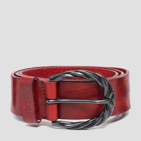 Belt with buckle with rounded edges