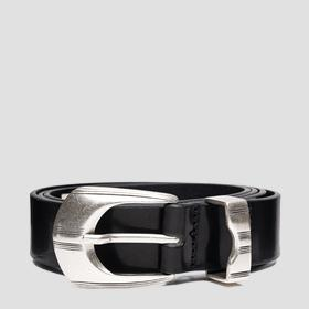 Smooth leather belt with patterned details