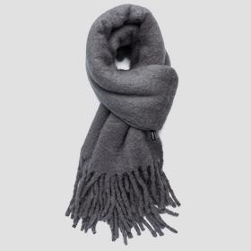 Solid-coloured wool scarf