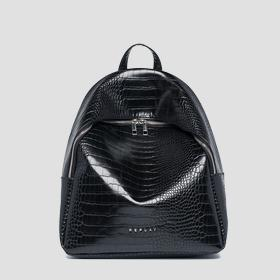 Soft backpack with zipper