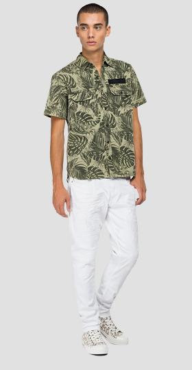 Short-sleeved shirt with foliage print