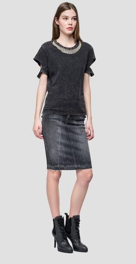 T-shirt with slits on the sleeves