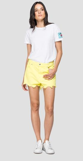 Denim short pants with cuts and fringes