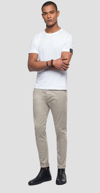 Chino trousers in elasticated cotton - Replay M9559L_000_80629_104_1