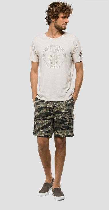 Camouflage bermuda shorts with patches - Replay M9565_000_71208_010_1