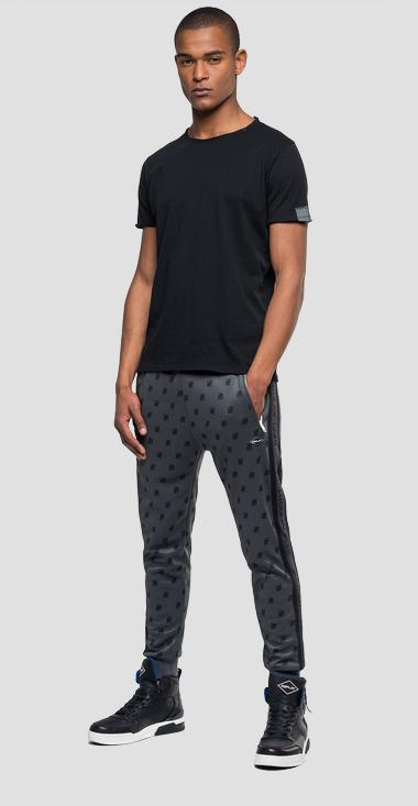 Jogginghose mit All Over-Logo - Replay M9662_000_71834_020_1