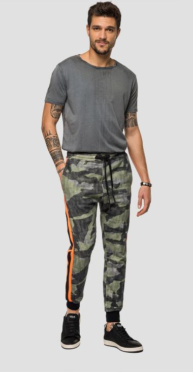 Jogger with camouflage print - Replay M9703_000_72082_010_1