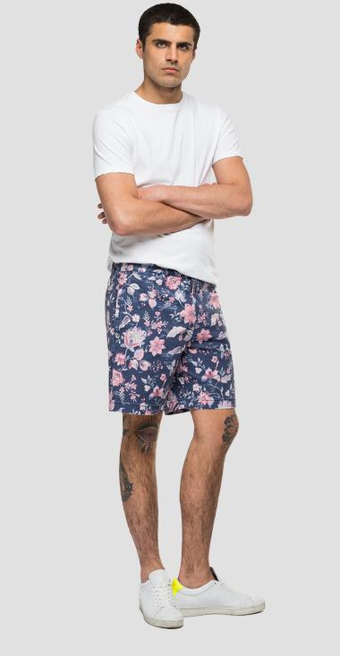 Bermuda shorts in floral cotton - Replay M9755_000_72312_010_1