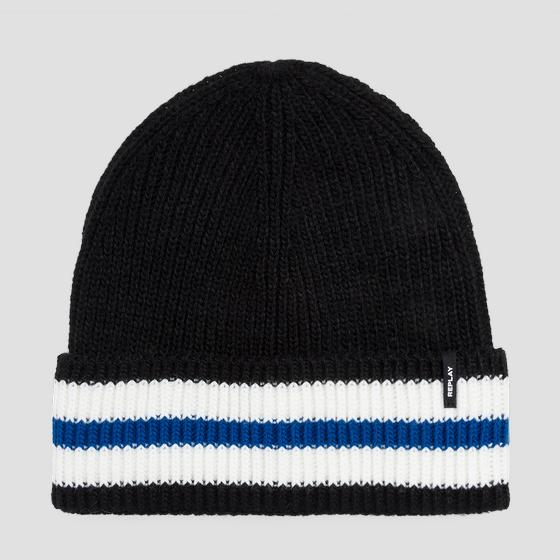 Beanie with contrasting stripe am4211.000.a7003