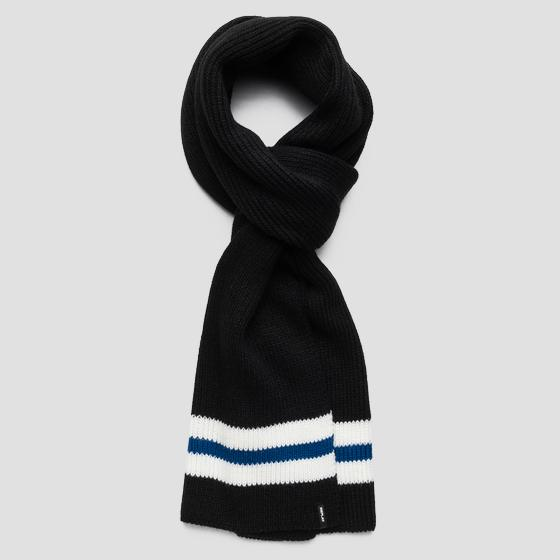 Scarf with contrasting stripe am9211.000.a7003