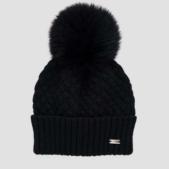 Quilted beanie with pom-pom aw4266.000.a7040g