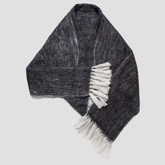 Wool scarf with fringes aw9269.000.a0310