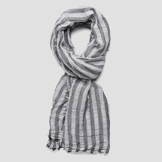 Scarf with striped print ax9211.000.a0186e