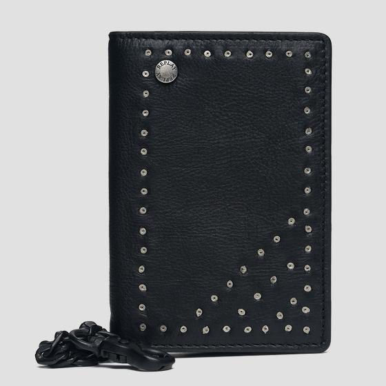 Leather wallet with chain fm5170.000.a3003d