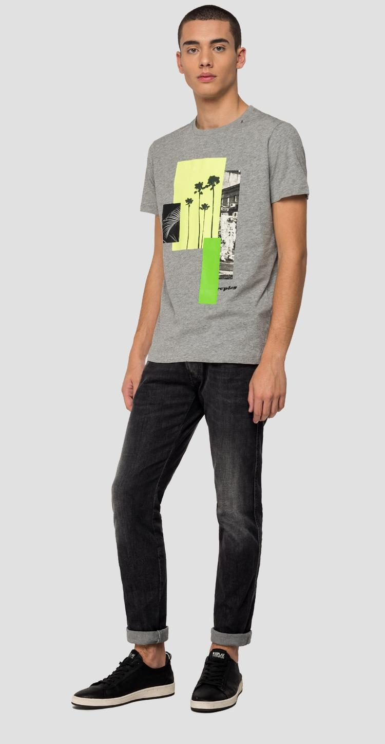 T-shirt with colourblock REPLAY writing m3015 .000.2660